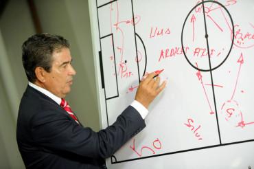 Jorge Luis Pinto, amante de la puntualidad y de la disciplina