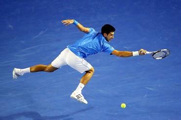 Djokovic destrozó a Raonic, va a 'Semis'
