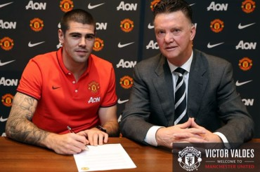 Manchester United fichó a Víctor Valdés