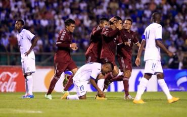 """Aplazado debut de Jorge Luis Pinto con la """"H""""  al caer ante Venezuela"""