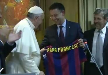 Bartomeu entregó una camiseta en El Vaticano al Papa