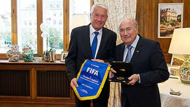 Joseph S. Blatter le a dado la bienvenida Thorbjørn Jagland