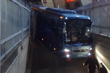 Chelsea tuvo accidentada llegada a París