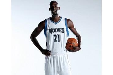 Timberwolves presentaron a Kevin Garnett
