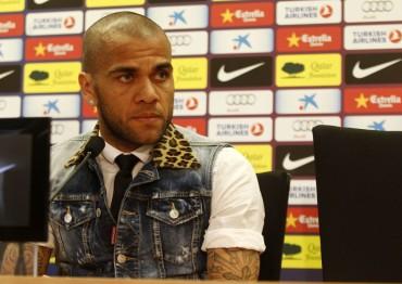 Dani Alves ha mostrado su malestar por los rumores de su ida al PSG