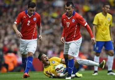 Neymar y Medel se acusan de juego rudo