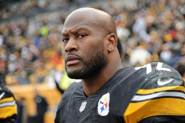 Pittsburgh recontrató a James Harrison por dos años