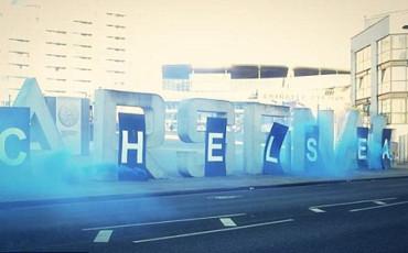 """Aficionados del Chelsea """"decoran"""" el Emirates Stadium"""
