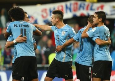 Uruguay saca una valiosa victoria ante Serbia