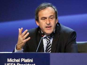 Platini pidió a Blatter renunciar a FIFA