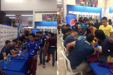 Motagua compartió con sus aficionados con firma de autógrafos