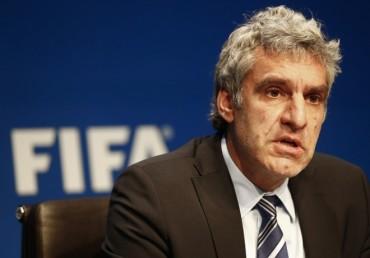 La FIFA exculpa a Blatter y descarta cambiar las sedes de los Mundiales
