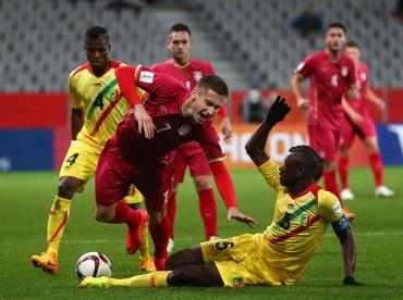 Serbia doblegó a Mali y aprieta por su clasificación