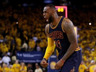LeBron llevó a los Cavaliers de Cleveland a la victoria ante Warriors