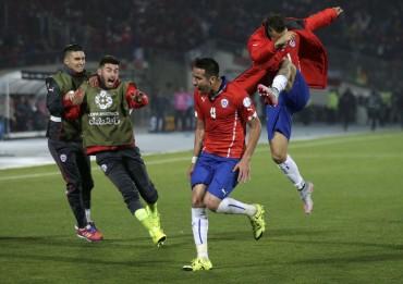Isla termina con la angustia y Chile clasifica a semifinales
