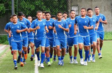 El Salvador reconocerá hoy la cancha del Estadio Carlos Miranda