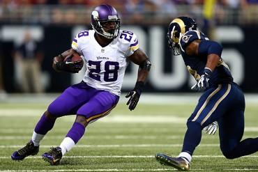 Adrian Peterson continuará con Vikings en 2015