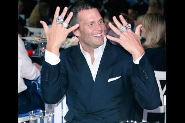 Brady presumió sus cuatro anillos de Super Bowl