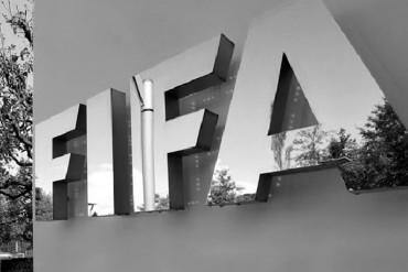 Empresarios envueltos en caso FIFA se entregaron