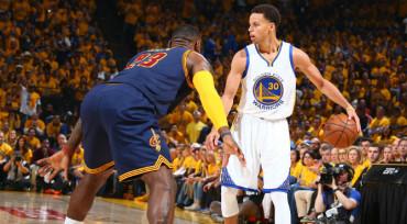 Stephen Curry destrona a LeBron en la venta de camisetas
