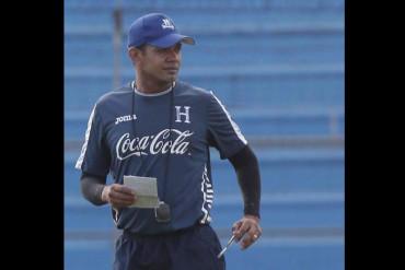 Amado Guevara trasmite su experiencia a los jugadores de la Bicolor Sub-23