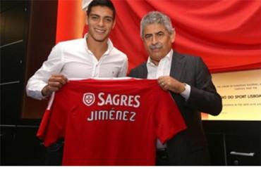 Raúl Jiménez firma con el Benfica por 5 años