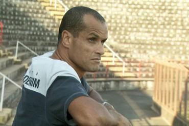 Rivaldo se retira a los 43 años por sus problemas de rodilla