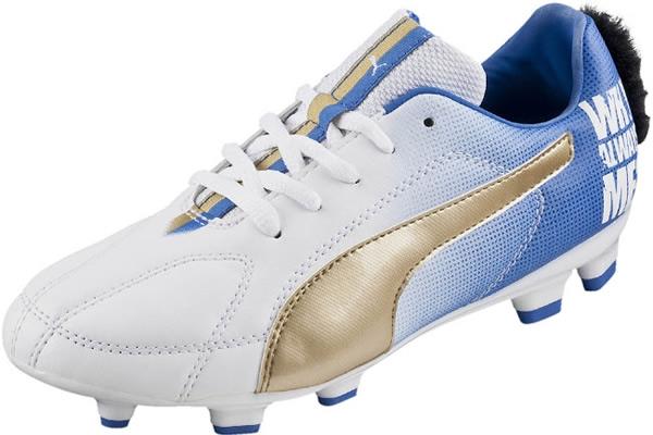 Presentaron zapatos con 'Mohawk' de Balotelli