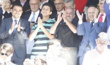 Osama y sus hijos, en el placo del Santiago Bernabéu
