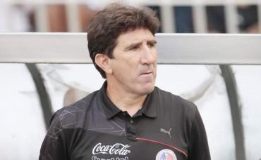 Héctor Vargas se mantiene firme como entrenador del Olimpia