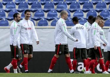 Portugal prescinde de Pepe contra Dinamarca y Serbia