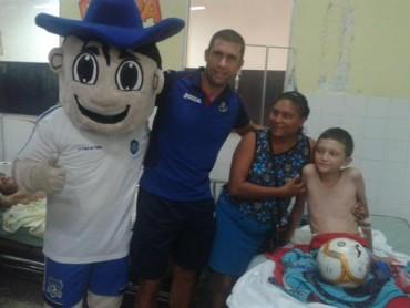 Motagua visitó la Sala de Pediatría del Hospital del Sur