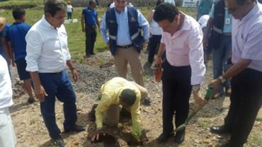 Jorge Luis Pinto participó en una campaña de reforestación del Proyecto Goal