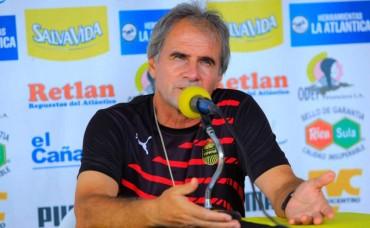 """Mario Zanabria: """"Estamos obligados de vencer al Olimpia"""""""