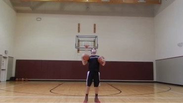 Video: ¡Sorprendente! Mira lo que hace este joven con las pelotas de basket