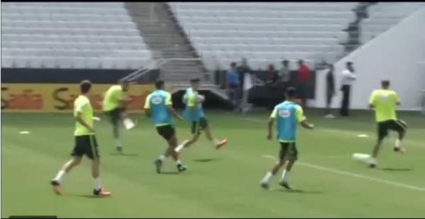 Video: Neymar se la pasa a lo grande en la selección brasileña