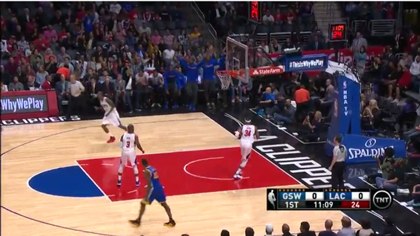 VIDEO: Stephen Curry se 'Jordaniza' en otra noche de 40 puntos