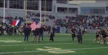 VIDEO: Homenaje a Francia en el fútbol americano universitario