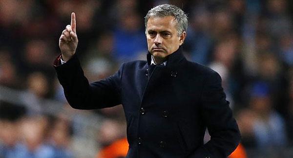 Mourinho podría ser el sucesor de Van Gaal al frente del Manchester United