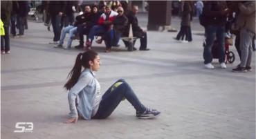 Video: ¡Asombroso! La chica freestyle en las calles de Paris