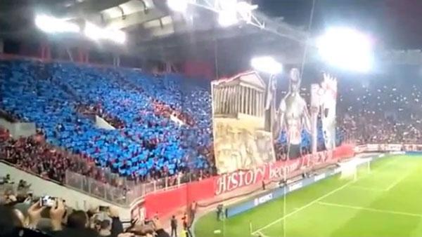 El impresionante 'tifo' en 3D de la hinchada de Olympiacos