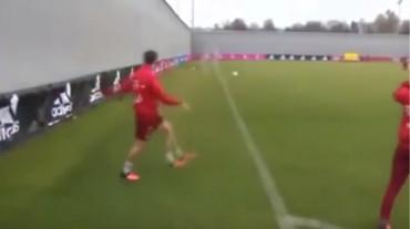 VIDEO: ¡Espectacular! Mira este gesto técnico de Xavi Alonso