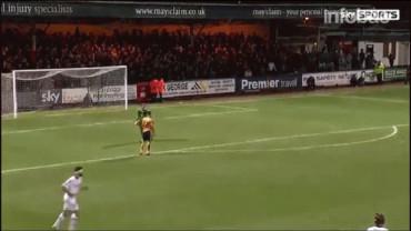 VIDEO: Carroll adelanta la Navidad con un regalo que vale un gol