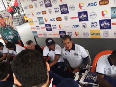 Jorge Luis Pinto fue invitado a la despedida de Waldir Sáenz en Perú
