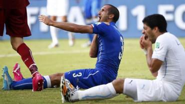 VIDEO: Las otras 9 locuras de Suárez sobre el terreno de juego