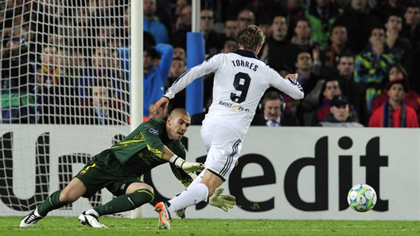 VIDEO: La reacción de Neville tras el gol de Torres al Barça