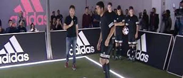 VIDEO: ¿Cuántos intentos necesitó Suárez para cumplir este reto?