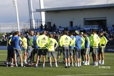 Zidane ya dirigió su primer entrenamiento