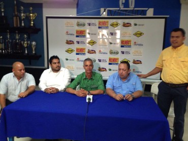 Horacio Londoño, presentado de manera oficial como DT del Victoria