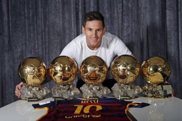 Messi ya luce los cinco Balones de Oro en su casa
